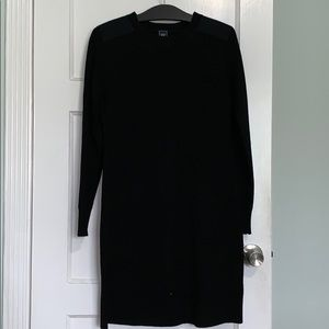 Gap NWOT classic dress with shoulder patches.